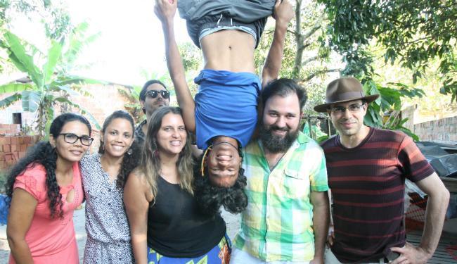 """Jonas e a equipe do documentário """"Jonas e o Circo Sem Lona"""". Foto: A Tarde"""